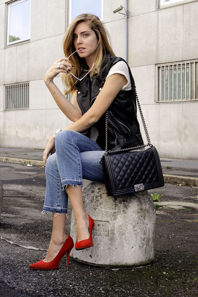 donna ida, chiara ferragni, london fashion, london style, blogger fashion, blogger style, leather jacket, leather vest, white tee, boyfriend jeans, red heels, sun glasses