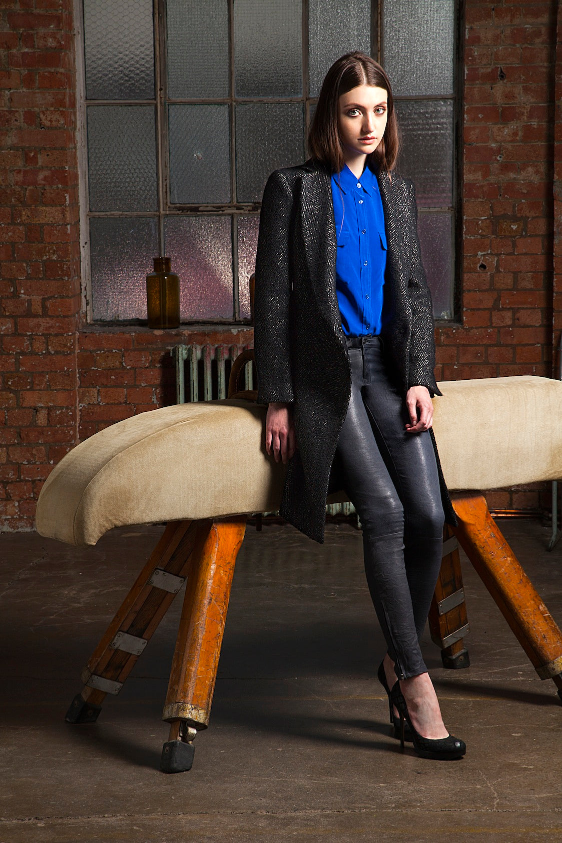 donna ida, london fashion, london style, grey skinny jeans, leather skinny jeans, leather trousers, blue blouse, blue shirt, button up shirt, collar, black jacket
