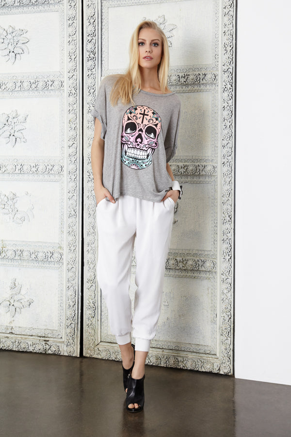 Donna Ida, Joie Mariner White, Wildfox Muertes Tee, donnaida.com, white trousers, comfortable trousers, grey tee, graphic tee, Spring Summer, fashion, outfit