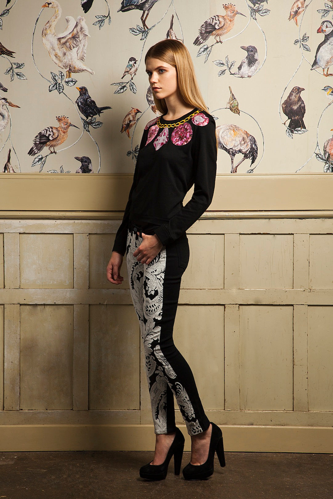 donna ida, london fashion, london style, embelishments, prints, wallpaper, jewels, gold, jumper, jersey, paterened trousers, printed pants, skinny jeans