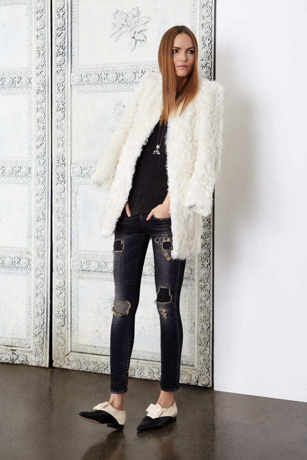 Donna Ida, R13 Alison Crop Black Petrol, Cotton Citizens Classice V Tee Vintage Black, Ravn Curly Lamb White, donnaida.com, faux fur coat, black tee, skinny jeans, black jeans, grey jeans, distressed jeans, ripped jeans, patch jeans, Spring Summer, London, fashion, outfit