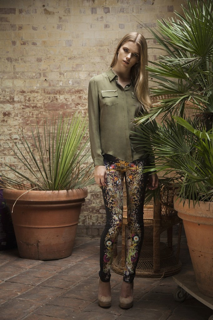 donna ida, london fashion, london style, IDA Zipping Out of Africa Shirt in Army, Mother Looking Skinny Jeans in Wild Flowers, pocket shirt, blouse, print jeans, skinny jeans