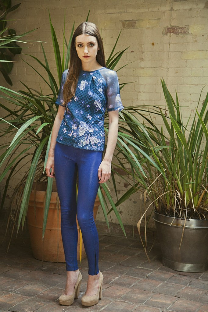 donna ida, london fashion, london style, Elizabeth and James Sadie Top in Winter Blue, J Brand Leather Skinny in Blueberry, skinny jeans, leather pants, blue leather, printed top, floral tee