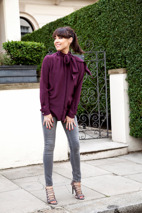 LornaLuxe wears IDA Miss Maggie blouse and IDA Honor Jeans in Foggy London donnaida.com1