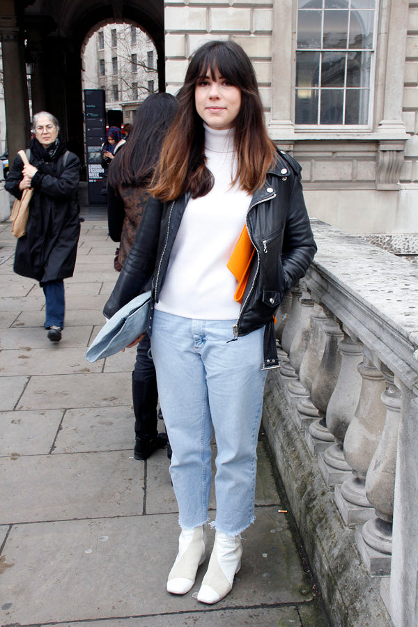 Elle Korhaliller, london fashion week street style, blogger style, blogger fashion, baggy jeans, boyfriend jeans, light blue denim, white polar neck, leather jacket, clutch heels