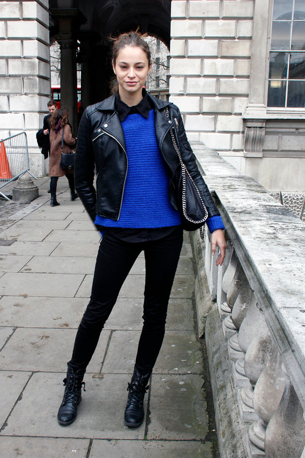 Model Barbara Cavazotti, london fashion week, street style, london fashion, blogger style, blogger fashion, model style, black skinny jeans, blue knitwear, blouse, leather jacket, handbag