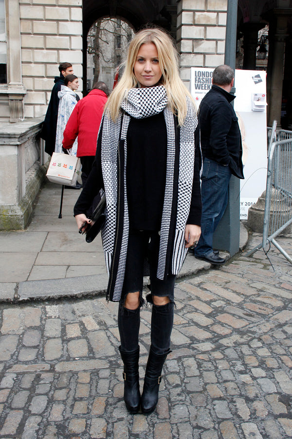 Marissa Montgomery, black skinny jeans, ripped denim, distressed denim, black skinny jeans, coat, scarf, london fashion week, street style, blogger style, clutch