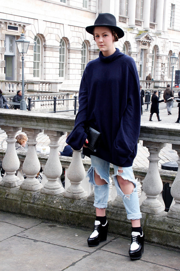 stylist Camilla Sverdrup-Thygeson, boyfriend jeans, ripped jeans, distressed denim, navy polarneck, hat, london fashion week, street style, blogger style, blogger fashion