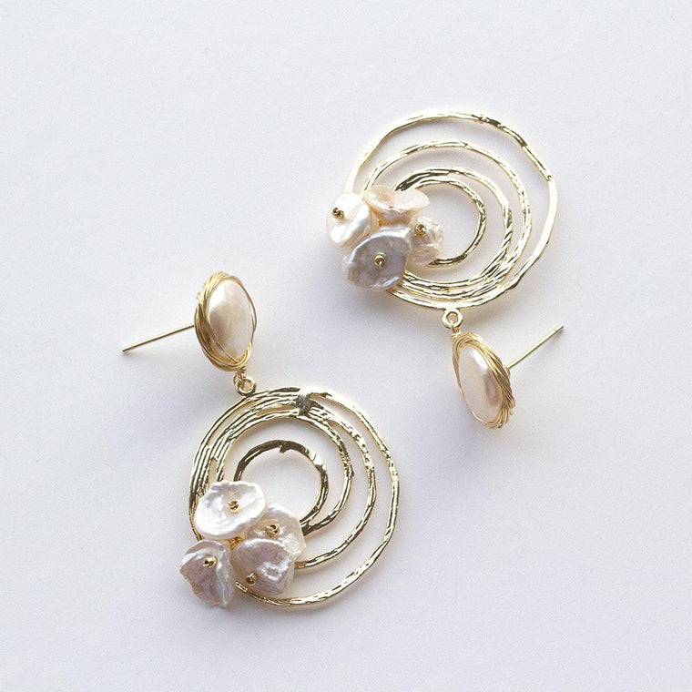 keishi-button-pearl-hoop-earrings