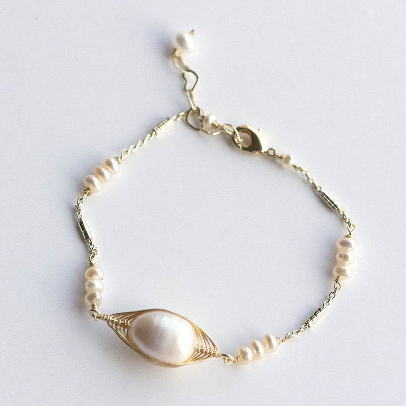 Oval Pearls Delicate Wired Bracelet