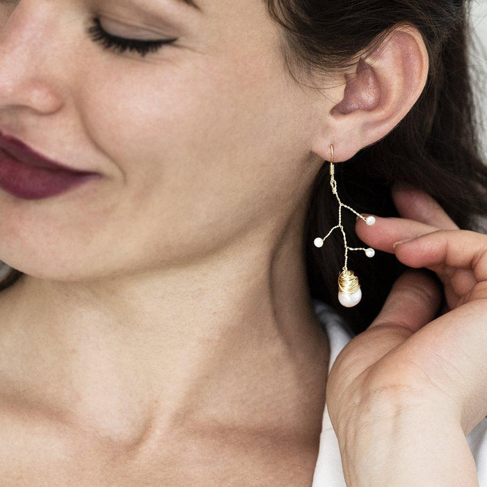 twist-and-pearl-long-earring