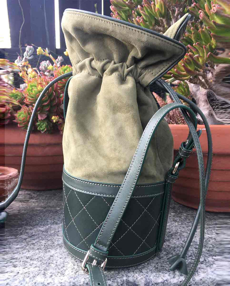 CARVEN Sully bucket bag olive green lookbook-Diverse