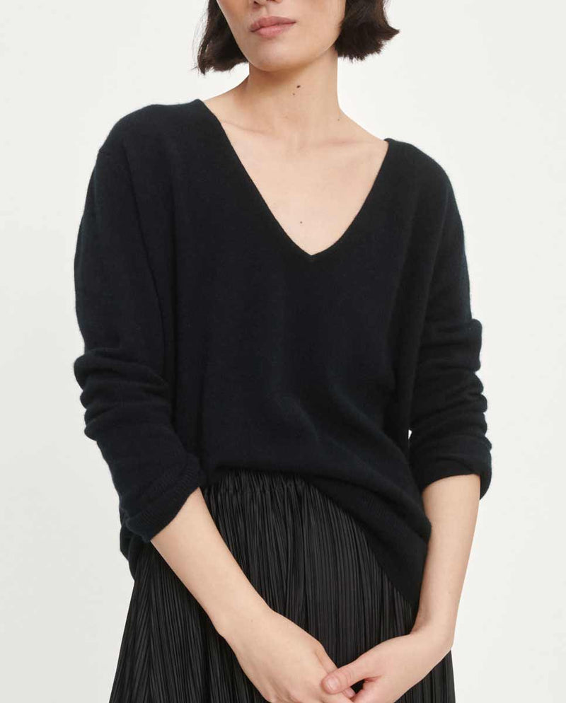 SAMSOE SAMSOE Boston V neck black-LOOKBOOK