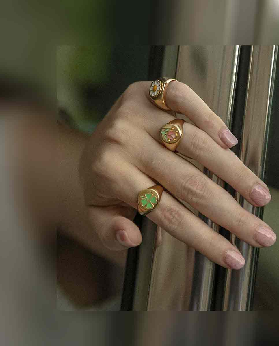 WILHELMINA GARCIA Clover ring gold green lookbook-Diverse
