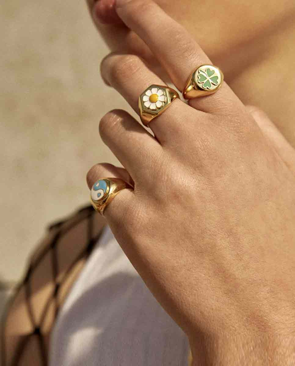 WILHELMINA GARCIA Daisy ring gold lookbook-Diverse