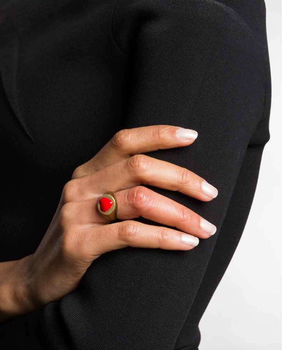 WILHELMINA GARCIA Gold heart ring red lookbook-Diverse