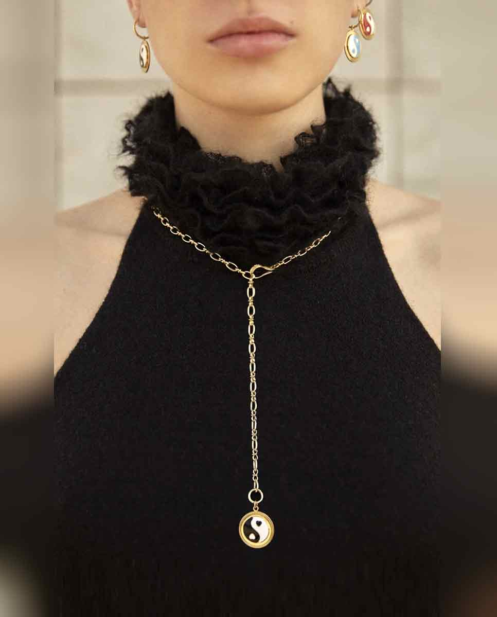 WILHELMINA GARCIA Yin Yang necklace gold black -Lookbook
