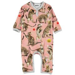 Meet the leopard's little sister, the Bengal cat, on the 'Wannabe Leopard' print, which shows a playful cat throwing around balls of yarn on the Fiona baby romper. It has easy snap closure at the neck and crotch. This product is Oeko-Tex certified.