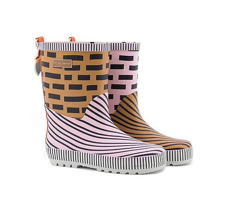 A panache gold + mendl's pink + royal orange rainboot. These rainboots are handmade and every pair is unique. With an adorable little lemon motif charm at the back.