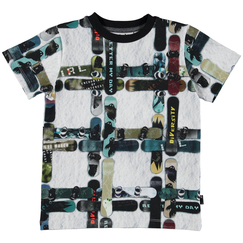Ralphie is a cotton t-shirt with the 'Snowboard Check' print, which is a snowboard check in the snow. This product is Oeko-Tex certified.
