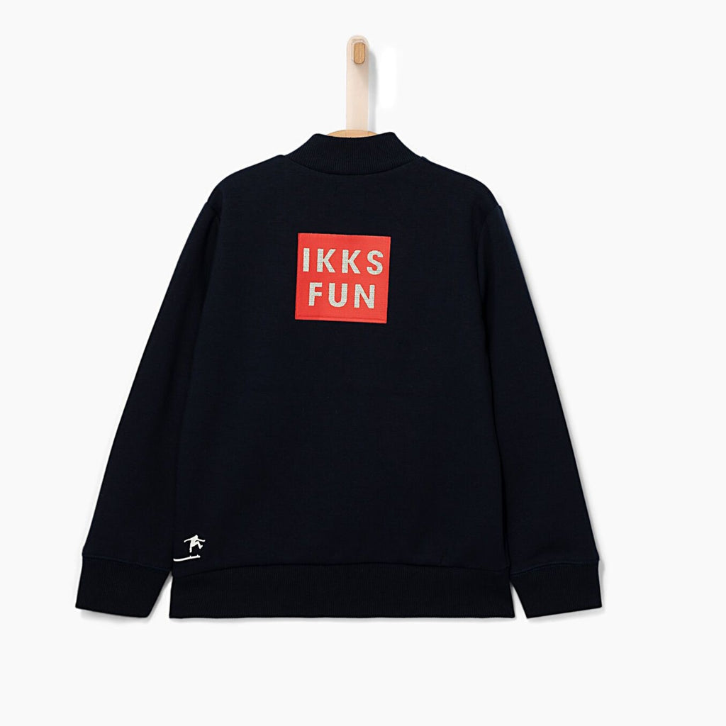 A classic jacket piece for any type of outing day. The skateboard embroidery adds a kick to this classic piece. IKKS fun logo at the back