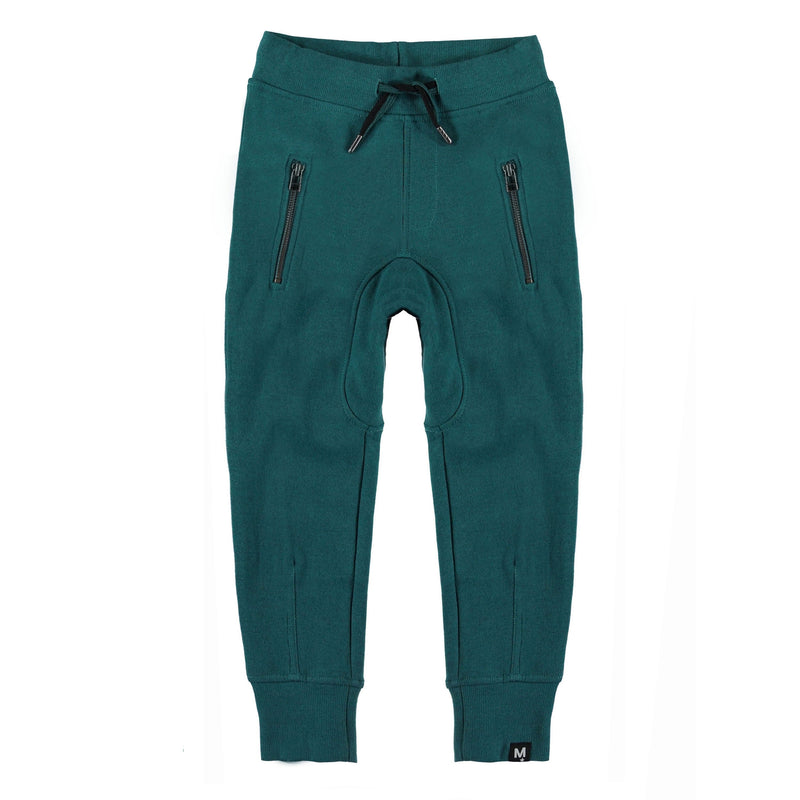 Ashton is one of Molo's favourites because they are both comfortable and good looking. Ashton is a pair of green sweatspants with a wide, elastic waist with a low crotch. They have a brushed inner face with sporty details like ties and zip pockets at the sides. This product is Oeko-Tex certified.
