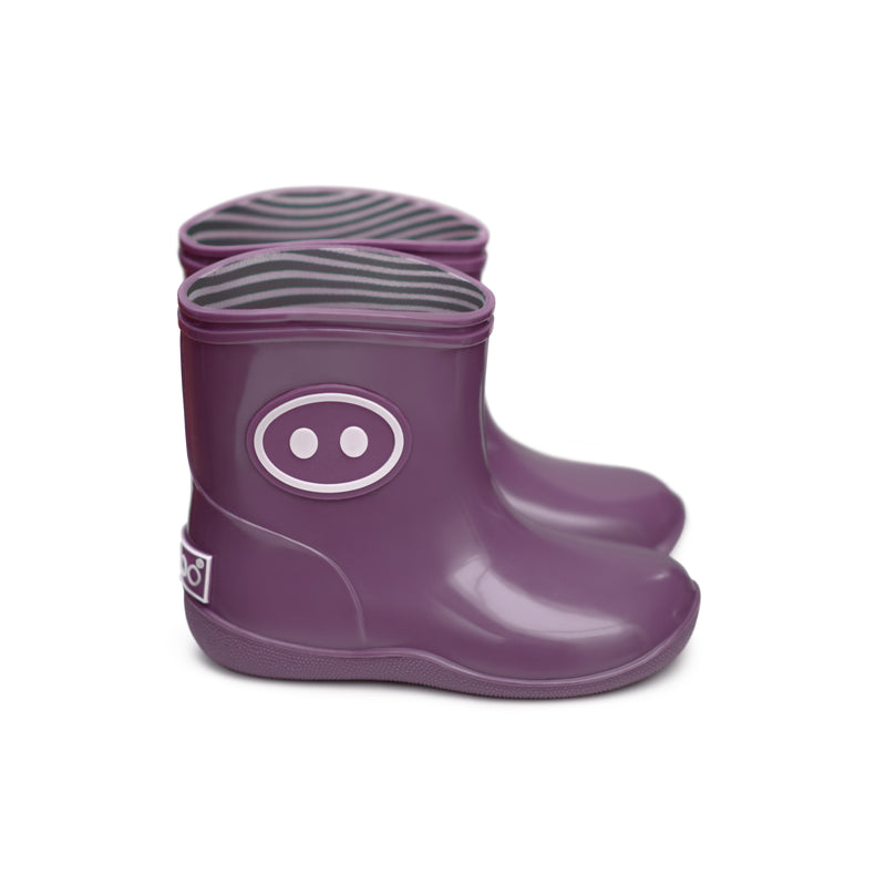 Cute Boxbo purple rainboots with piggy nose on the side. Made with natural rubber.