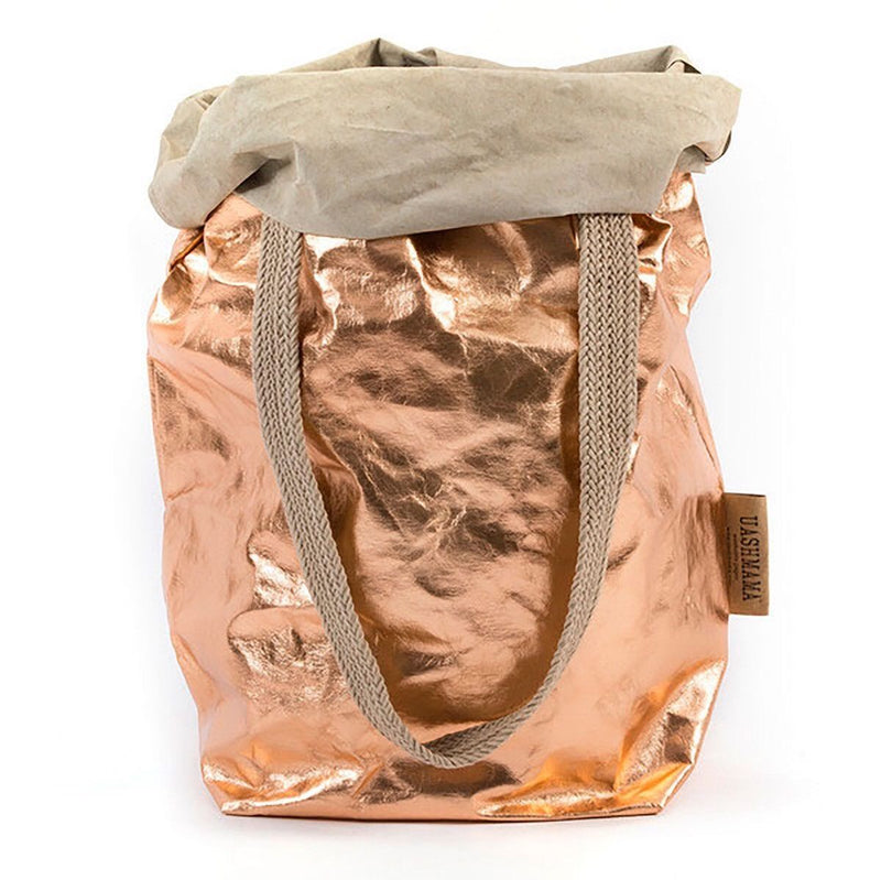 The Rose Gold Carry Two features an oversized, foldable bag with two attached woven straps for easy portability. This is perfect for groceries, shopping, laundry, storing kid toys, and a stay at the beach!