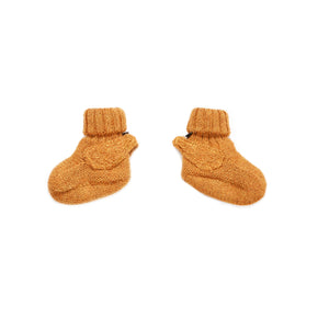 Handmade in Bolivia by a Fair Trade women's collective, these booties from Oeuf are an ethical and adorable choice for babies. Made from 100% baby alpaca wool.
