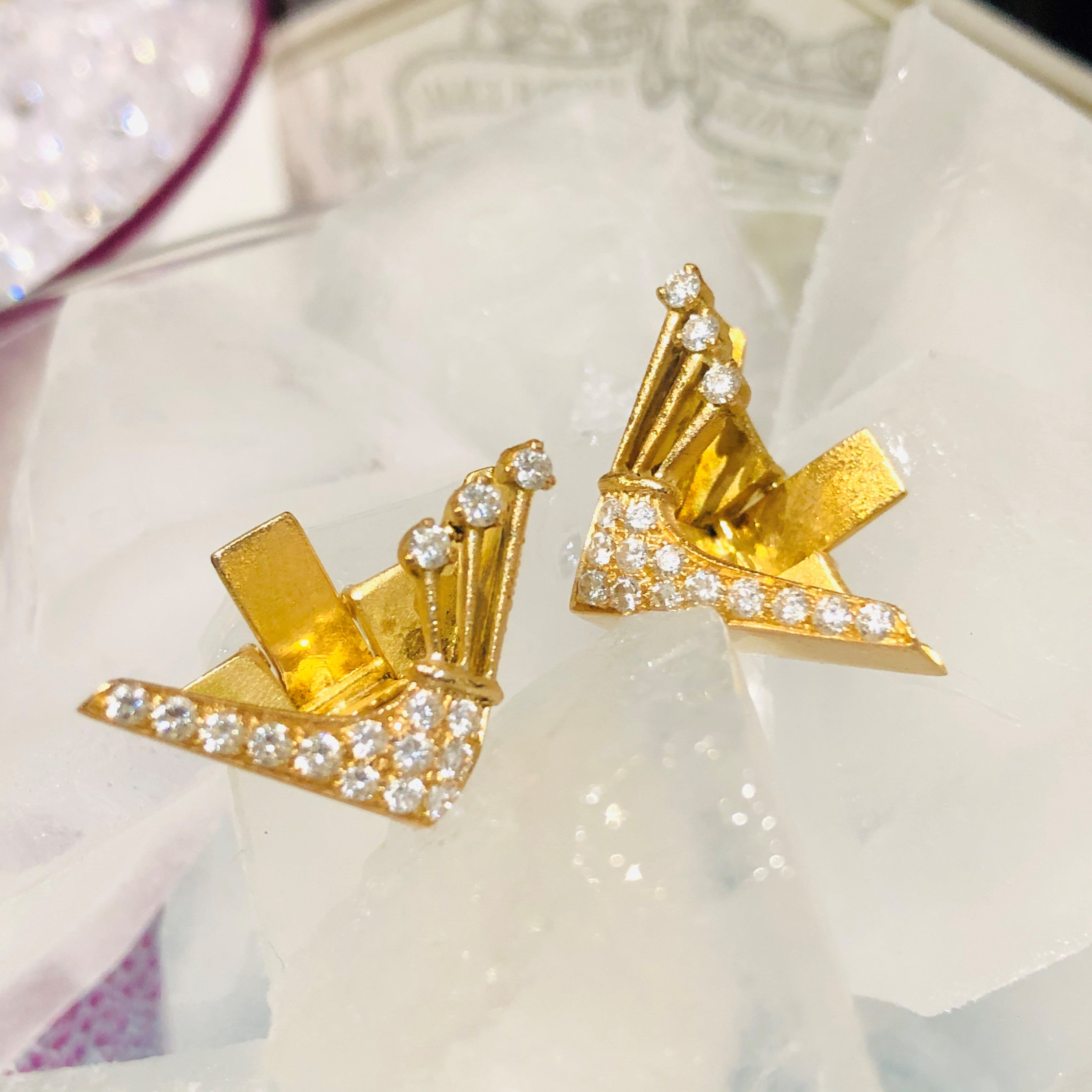 Dazzling Diamond Gold Winged Collar Tips