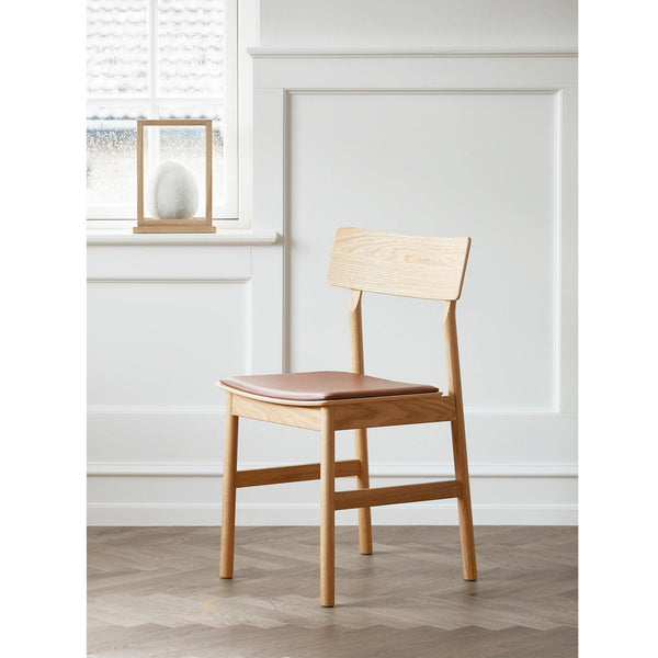 Dining chair Pause 2.0, black painted island wood, upholstered seat - Nordic Design Home