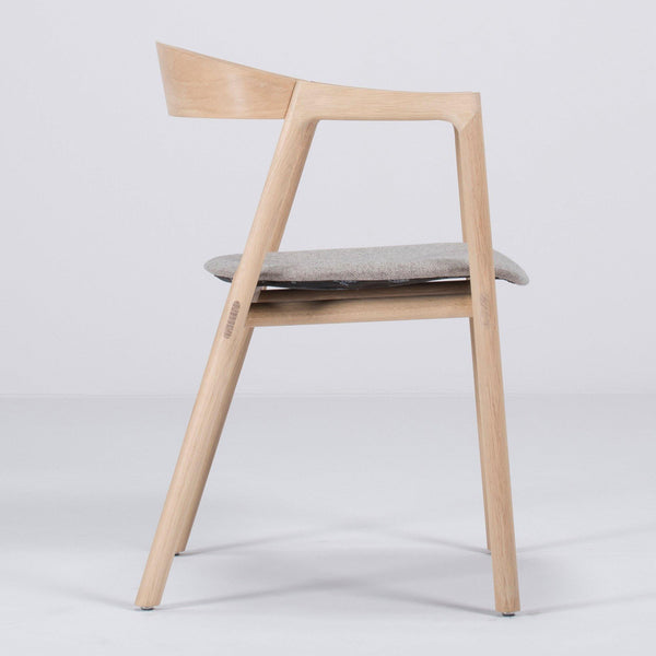 Dining chair Egg, various wood finishes and upholstery