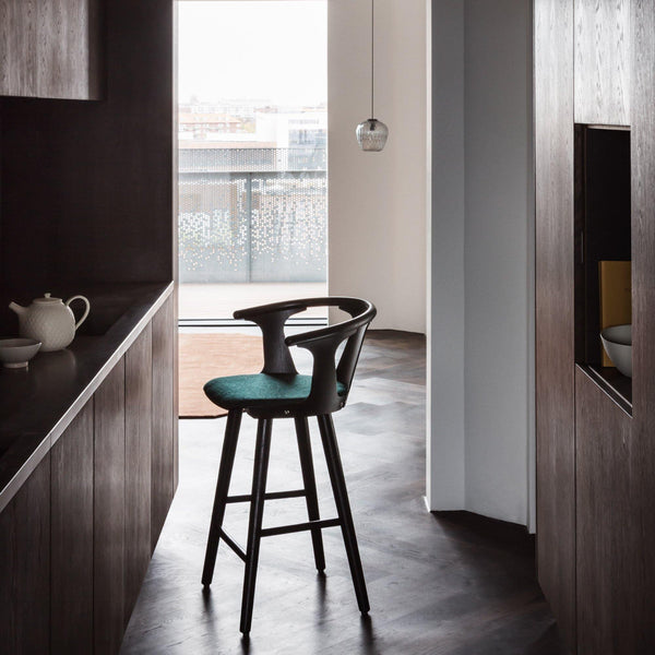 Bar stool In Between SK8 seat height 65cm, different finishes and coverings