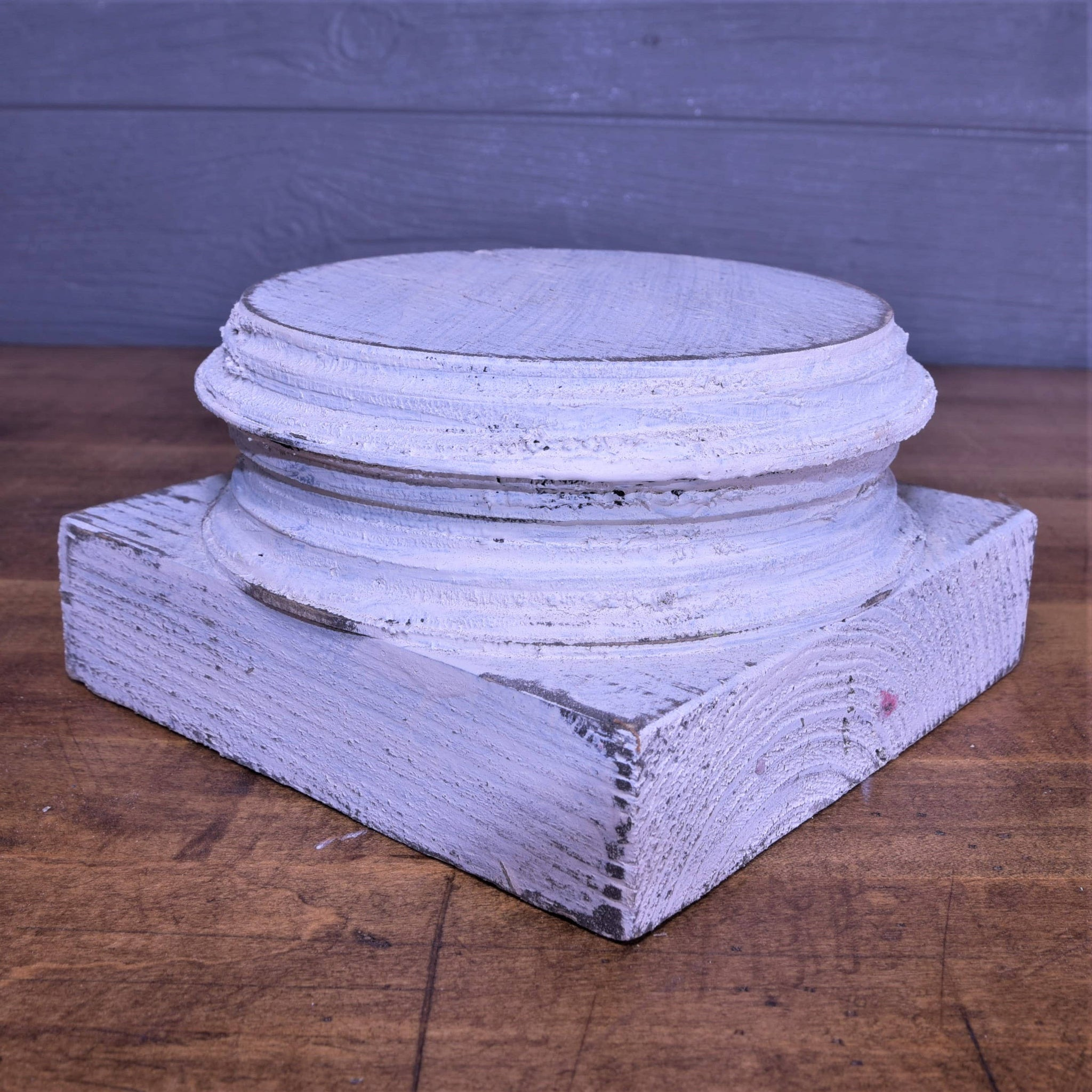 "7"" White Wooden Distressed Pedestal Stand"