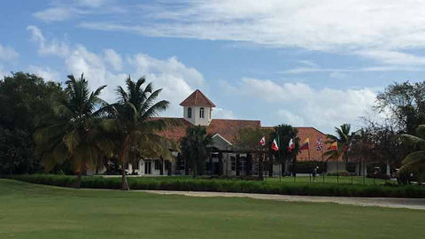 Punta Blanca golf clubhouse and 18th green