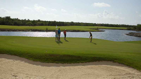 El Tinto Cancun long putt