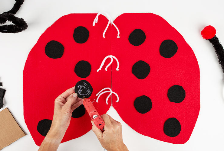 Ladybug costume for Dogs, wings step 7