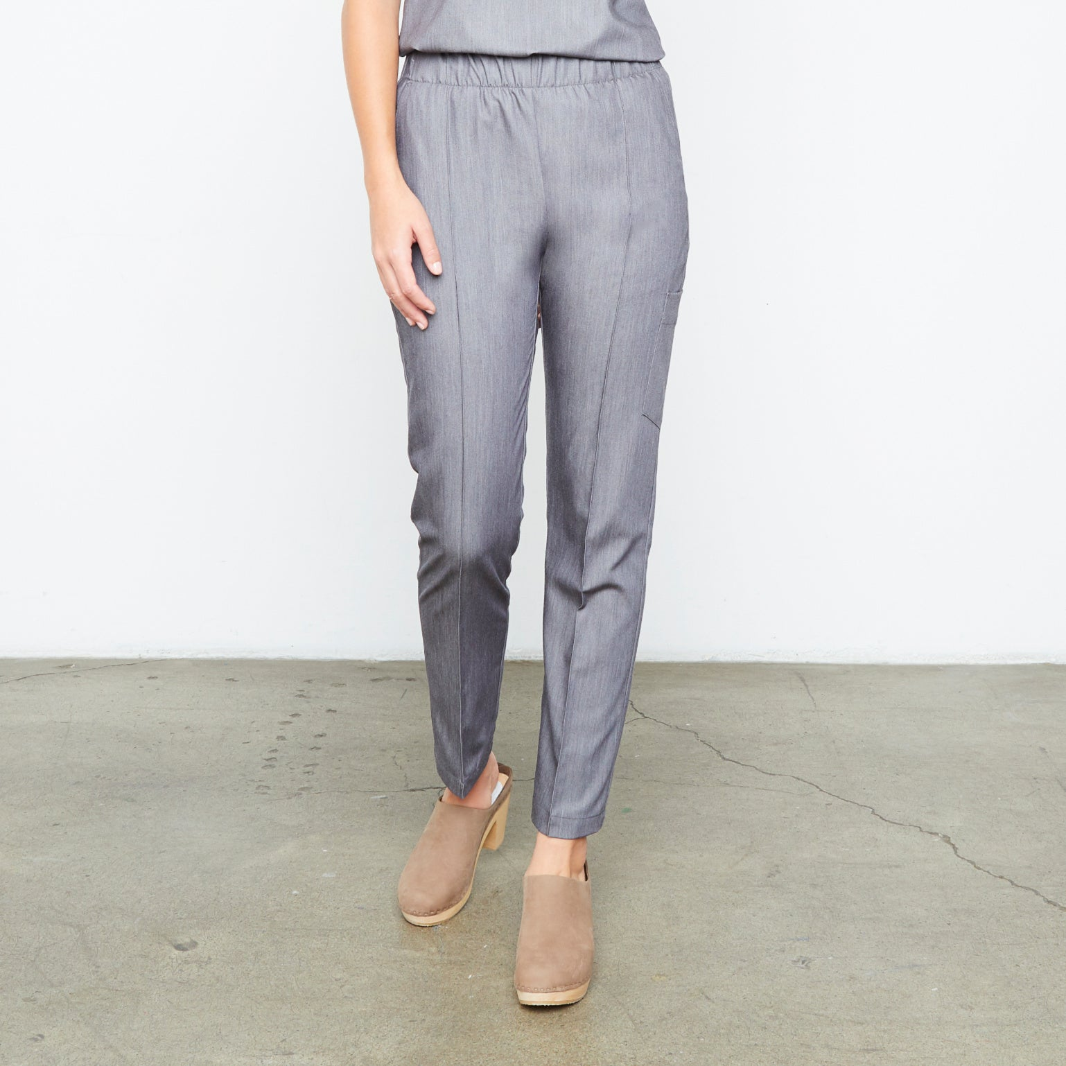 Harley Pant (Granite Smoothie) XXS | Fabled makes beautiful high quality scrub pants for women. Scrubs fashion for women doctors and female medical workers. Now in tall inseam!