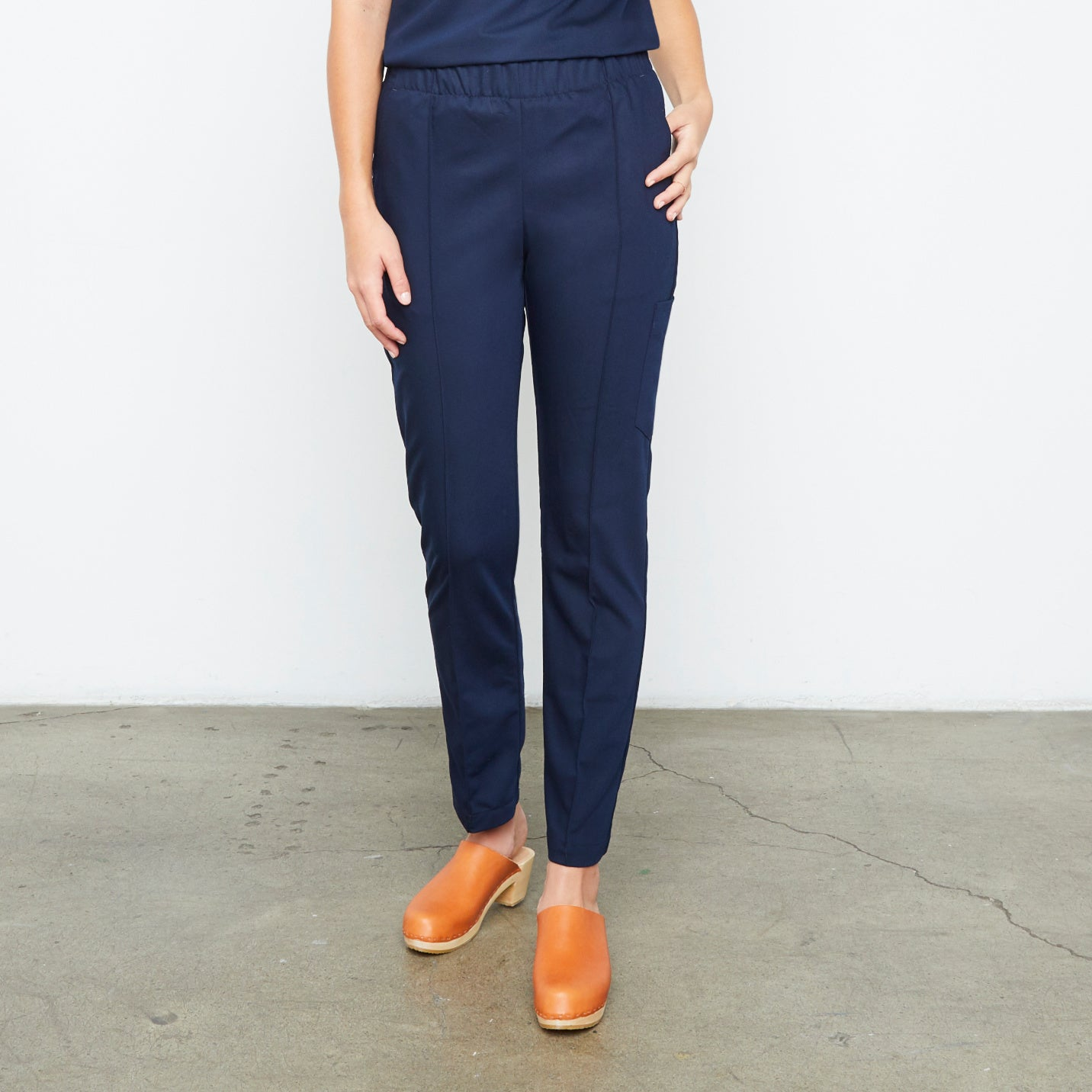 Harley Pant (Really Dark Navy) XXS | Fabled makes beautiful high quality scrub pants for women. Scrubs fashion for women doctors and female medical workers.