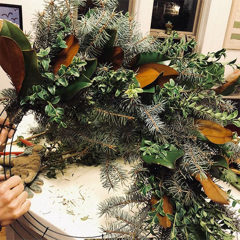Fresh Holiday Wreath, How to Make a Fresh Holiday Wreath