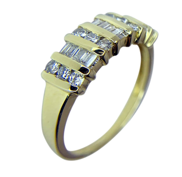14 KT YELLOW GOLD ROUND & EMEALD DIAMOND RING - 0.83 CT