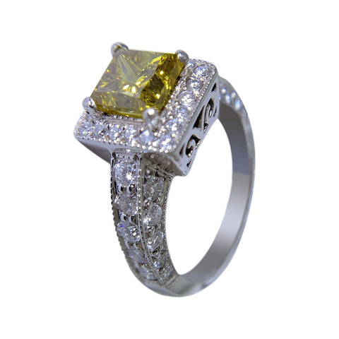 PLATINUM WOMENS RING - 3.08 CT