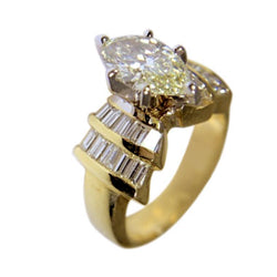 14 KT YELLOW GOLD MARQUISEDIAMOND RING - 1.87 CT