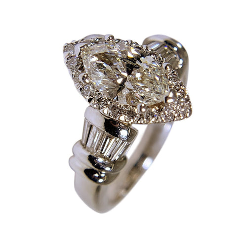 14 WHITE GOLD - MARQUISE DIAMOND RING -1.88 CT
