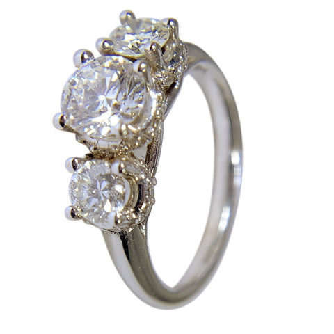 14 WHITE GOLD - 3 STONE DIAMOND RING - 1.76 CT
