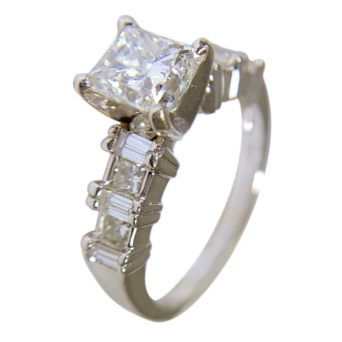 18 KT WHITE GOLD PRINCESS DIAMOND ENGAGEMENT RING - 1.93 CT