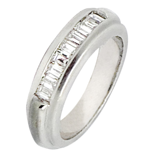 14 KT WHITE GOLD BAGUETTE DIAMOND RING - 0.65 CT