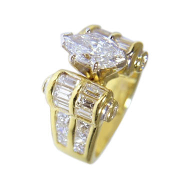 18 KT YELLOW GOLD WOMENS DIAMOND RING - 4.04 CT