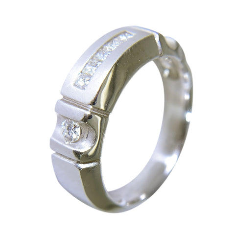 14 KT WHITE GOLD - MENS WEDDING BAND WITH PRINCESS AND ROUND DIAMONDS  - 0.34 CT