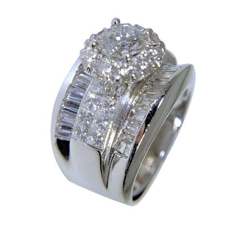 14 KT WHITE GOLD - GORGEOUS DIAMOND RING - 4.98 CT